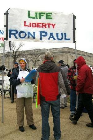 Ron Paul supporters with banner for 'Life/Liberty/Ron Paul'